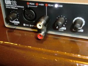 UR12のHi-Z入力端子に変換プラグを差し込んだところ