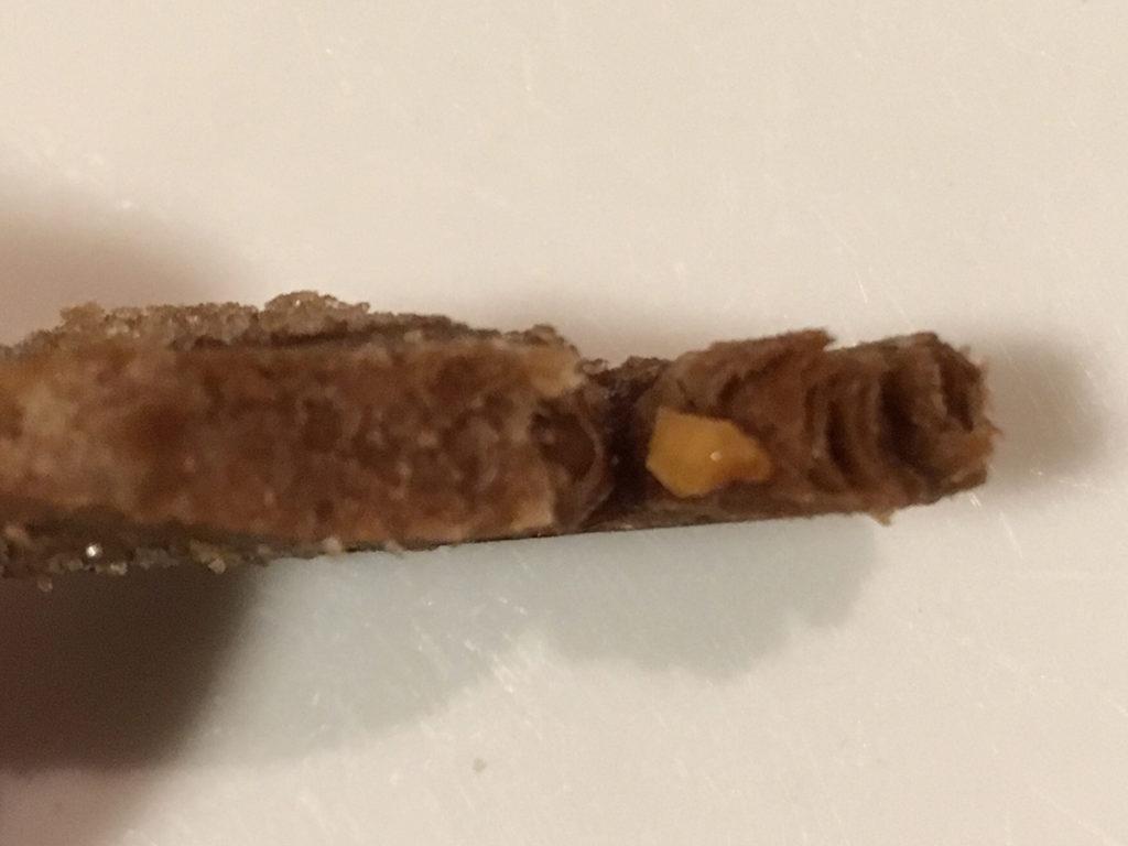 「ダックファミリー チョコレートコンペティション」パイ(ナッツ&チョコレート)」ハートのパイの断面