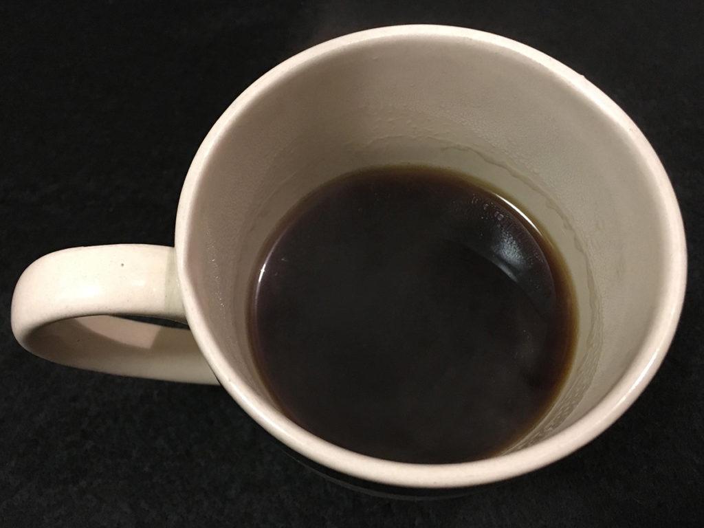 フィギュア付き樽インスタントコーヒー「コーヒーを淹れたところ」